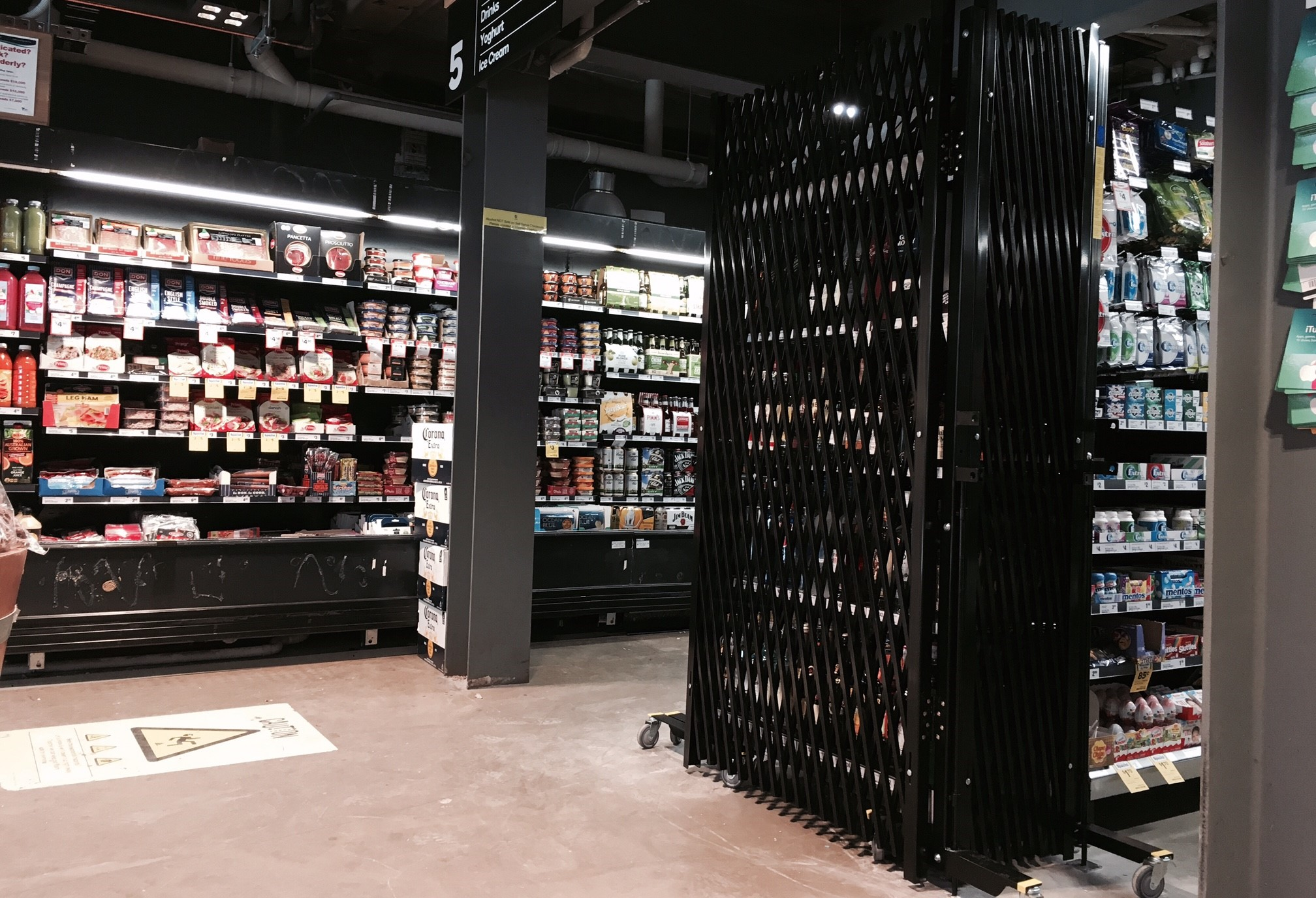 Tiny Home Designs: PORTABLE EXPANDING BARRICADES FOR WOOLWORTHS METRO STORES